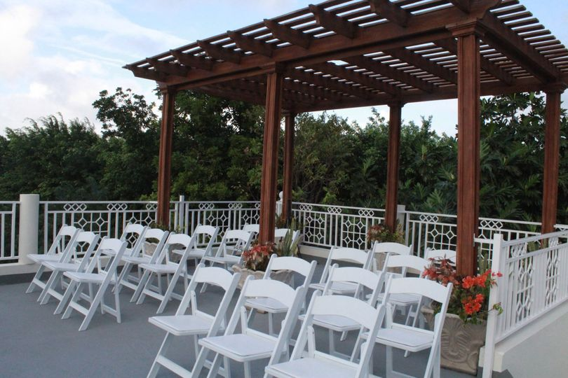 Ocean view roof top terrace for your wedding in Jamaica at Mais Oui