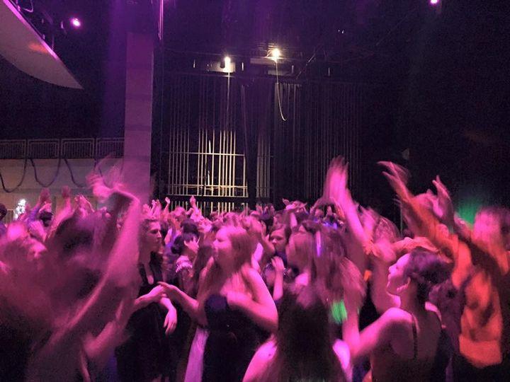 Packed dance floor!!
