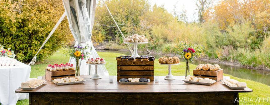 Photography: Amelia Anne Photography Wedding Planner: Time of Your Life Events Desserts: Elles...