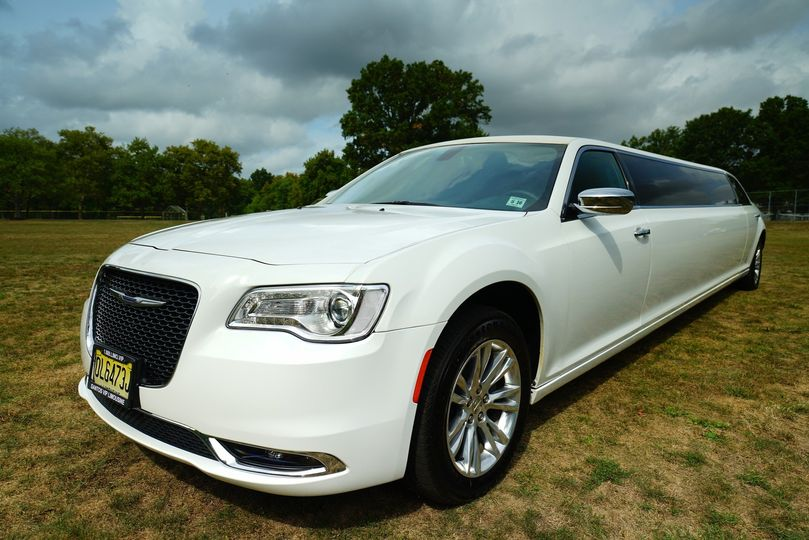 10 passenger chrysler 300 stretch limousine