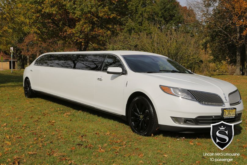 10 Passenger Lincoln MKS Stretch Limousine