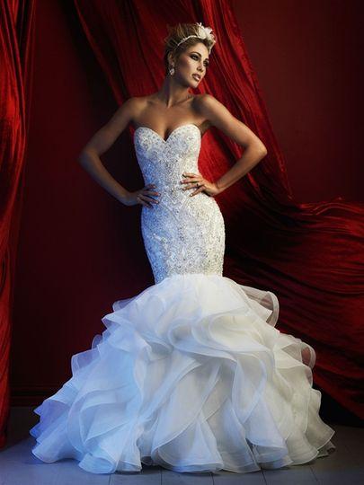 Strapless wedding dress with mermaid bottom
