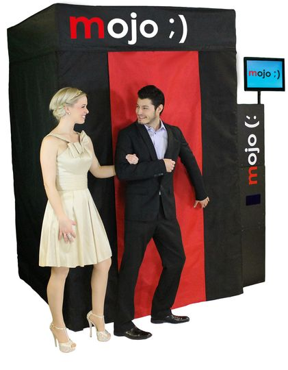 mojo photo booth couple entering boot