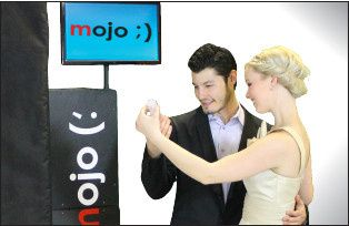mojo photo booth couple posin