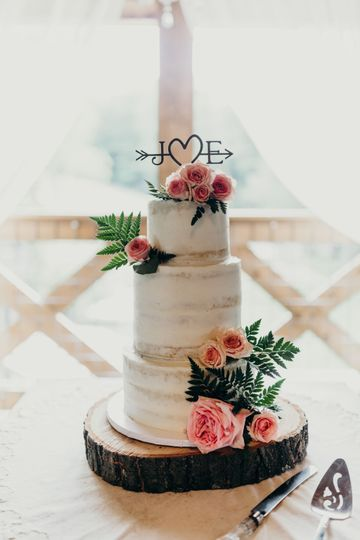 Naked Cake and Fresh Flowers