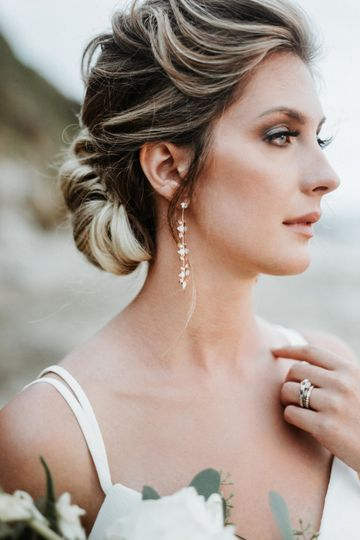 Bride side-view | Photographer: Tony Gambino