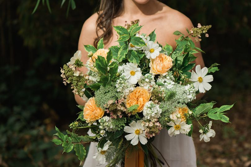 a72a2313ae755330 1449456547820 yellow and white garden bouquet 2