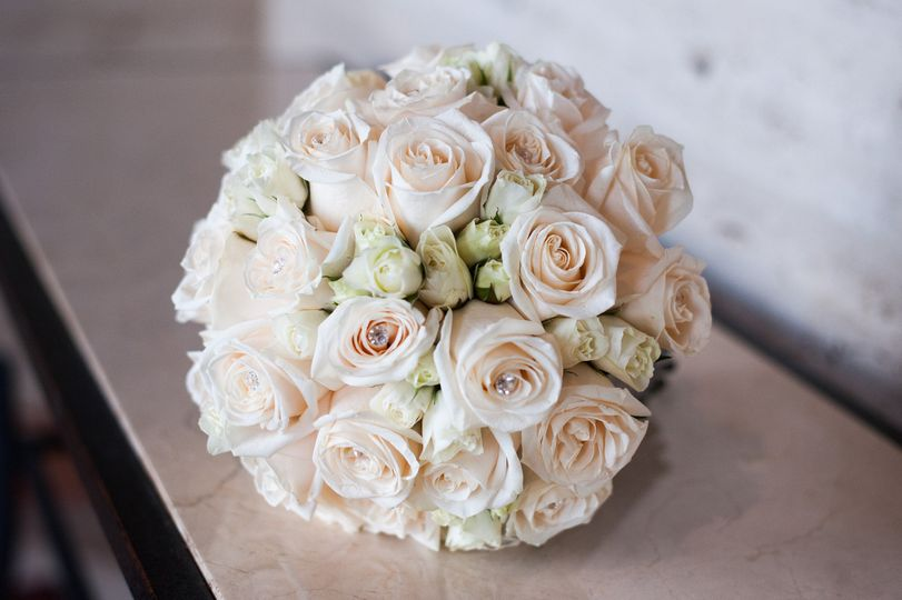 bride ivory bouquet with crystals