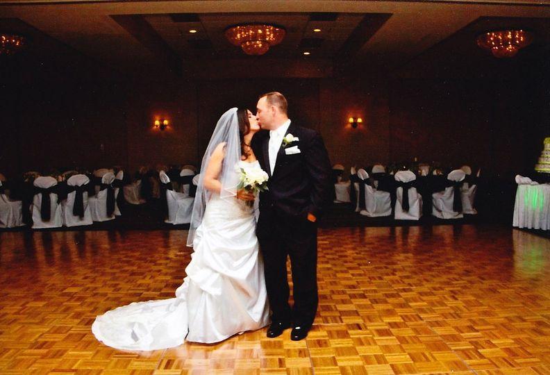 f0494569806dc2ef 1426258931828 wedding bride and groom kiss