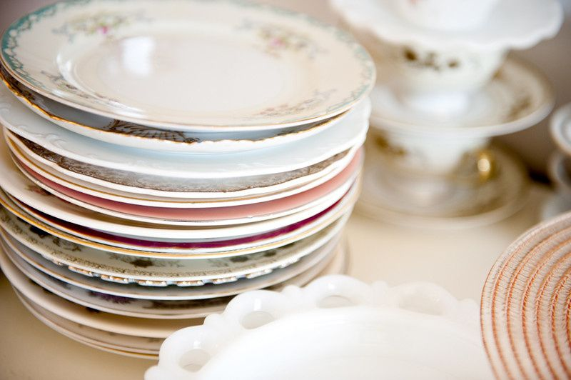 stack of plates 800