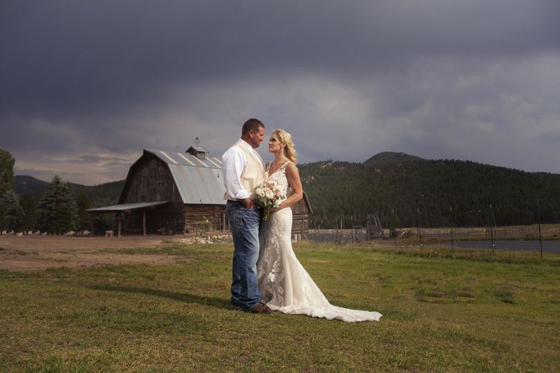 Barn Door Photography Photography Louisville Co Weddingwire