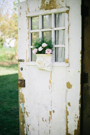 Rustic door and bouquet
