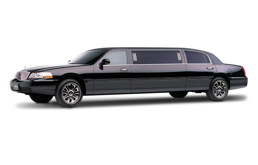 black stretch lincol town car
