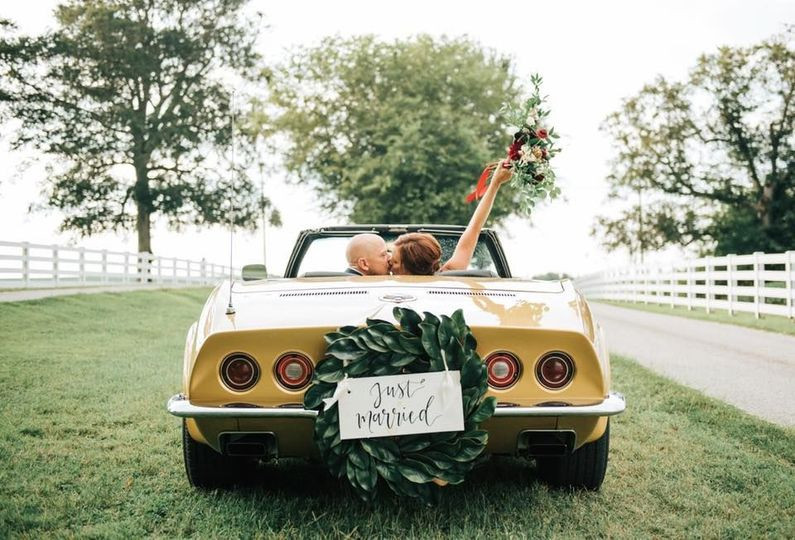 Wedding ride | Laklin Brooke Photography