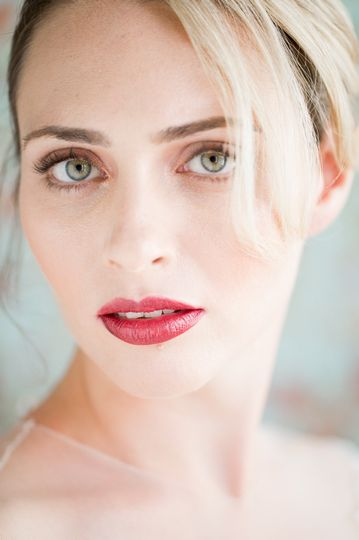 berry lips and natural makeup for storyboardwedding.com