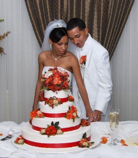 e8f8731395d9c4a8 1536034245 de642b0987830f5a 1536034309853 2 wedding cakes 3