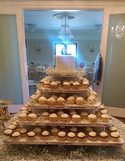 white wedding cake 3
