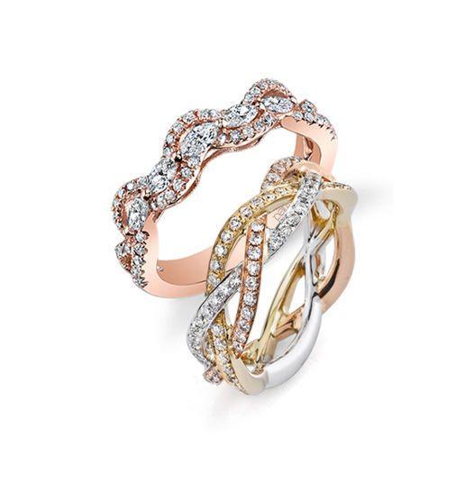 Gold interlacing wedding rings