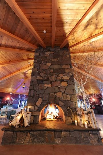Fire place in the center of the reception hall