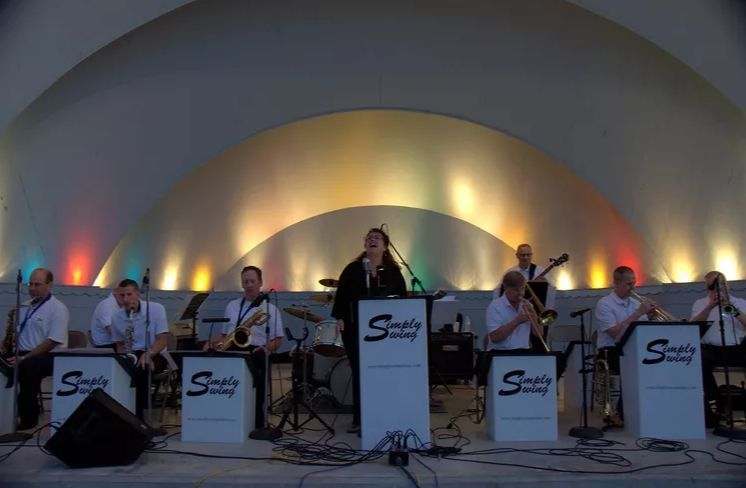 Simply Swing's concert with uplighting design