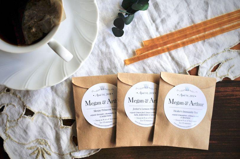 TEA FAVORS | KRAFT  - Organic Tea in paper tea bags, elegantly folded in a Kraft sleeve, sealed with...