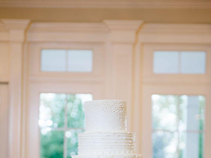 Tmx 1535474456 983ad1ababfea98e 1535474453 84b5e4d49178873e 1535474449164 11 Sam Celeste789 Lees Summit wedding cake
