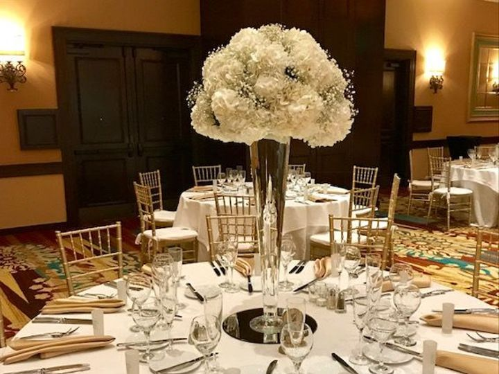 Tmx 1533567130 Aee0b2107d6507fd 1533567129 Eed7fba89064945f 1533567126907 18 Centerpiece Hyd A Stuart, FL wedding florist