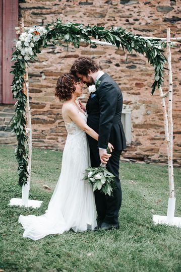 Newlyweds by the arch