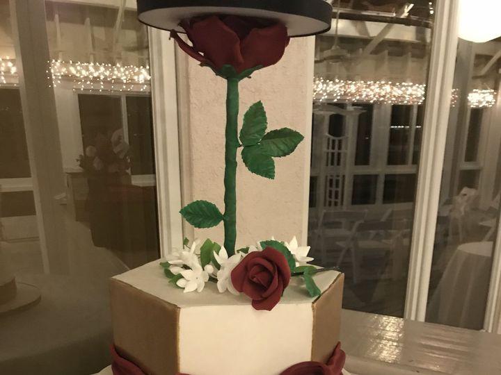 Tmx 1515291144 6037ac2b90bfcfb0 1515291140 Af35e8e8bd6d9a1a 1515291137995 7 BvvEr2wES9 QYVJAex Hampton, Virginia wedding cake