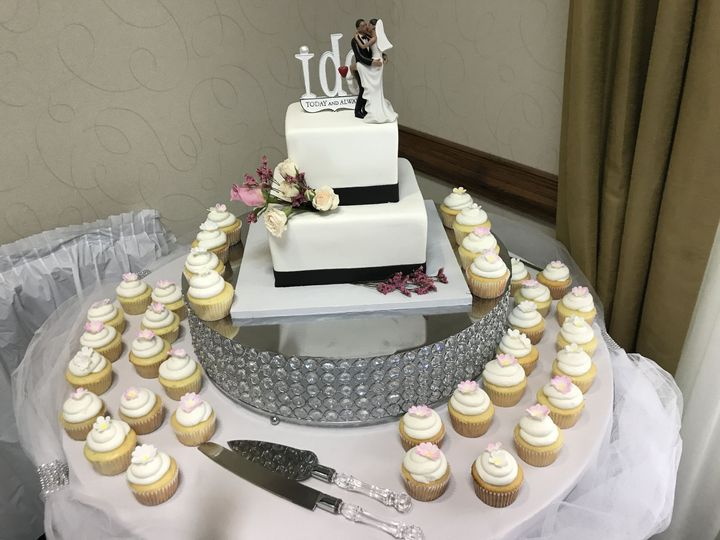 Tmx 1515291884 A48fe0684ca34e41 1515291879 43bc8d98dca28618 1515291874274 5 IMG 4161 Hampton, Virginia wedding cake