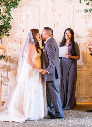 Couple kiss   Photo by Frank J Lee Photography