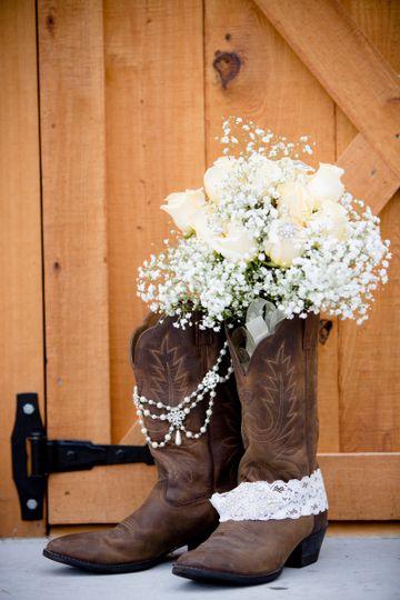 Bouquet, garter, accessories on boots