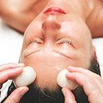 Cold Stone Face Massage