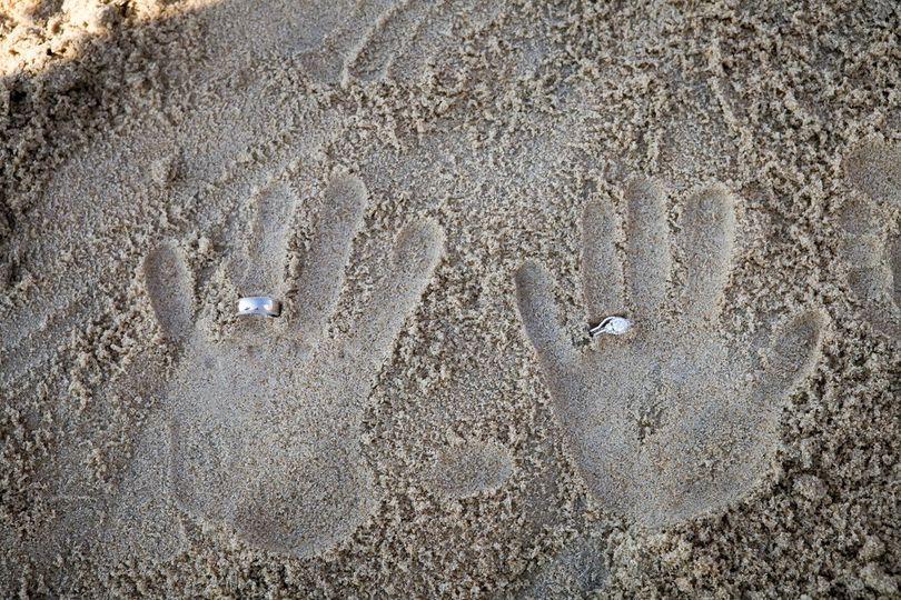 rings in sand