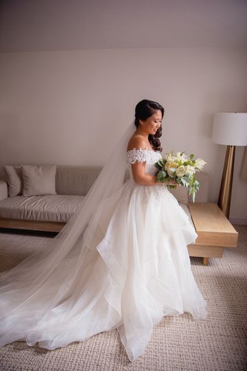 Bride in her suite | Photo by: @scenemotionfilms