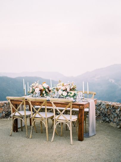 Sweetheart table with a view | Photo by: @thelockharts