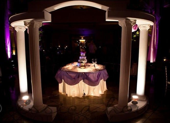 cake table w grecian colonnades