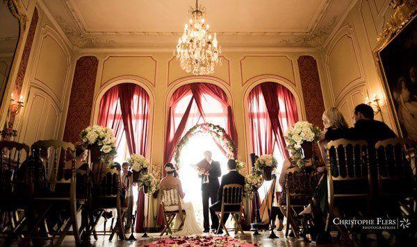 Australian intimate wedding ceremony in a beautiful castle near Paris.