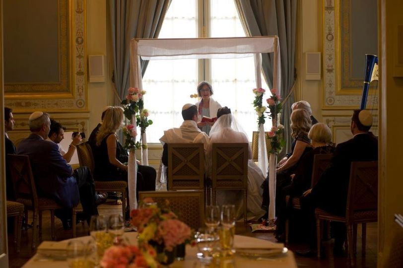 American intimate jewish wedding ceremony in Shangri La Hotel, with a view on Eiffel Tower.