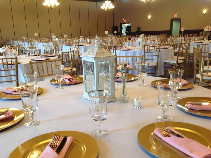 Gold chargers and lantern centerpieces