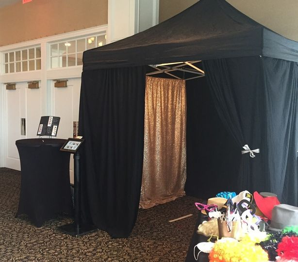 8'x8' Enclosed Photo Booth