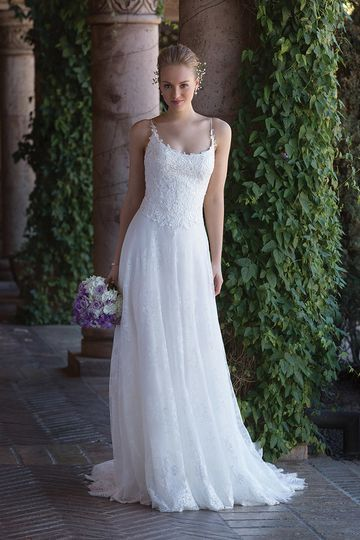 Sincerity Bridal	4004		Traditional yet modern with its soft scoop neckline, spaghetti straps to...