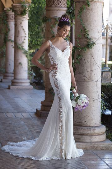Sincerity Bridal4011Be remembered in this stretch lined Chantilly fit and flare. Embroidered...