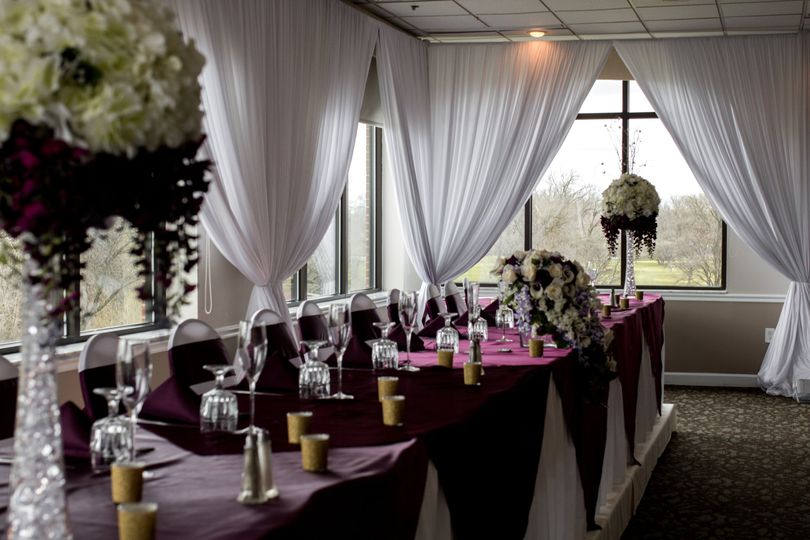 Violet head table decor