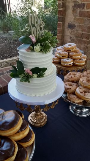 Wedding cake with minimal design