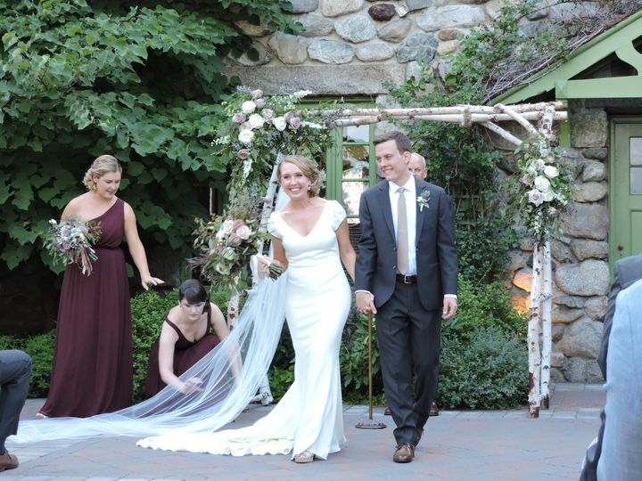 Willowdale was the perfect backdrop for this natural wedding.  Muted shades of purple and ivory...