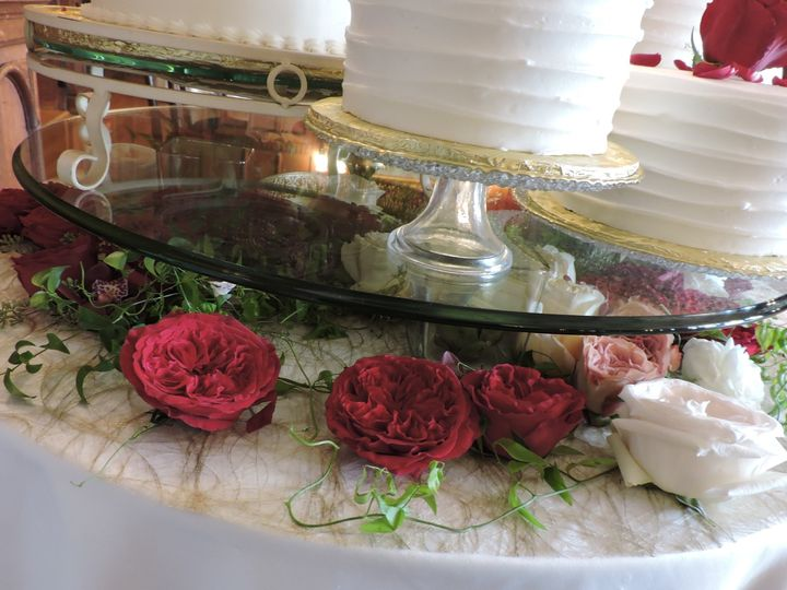 Tmx Tommy And Shannon Cake Table Close Up 51 906964 157746174344084 Acton, Massachusetts wedding florist