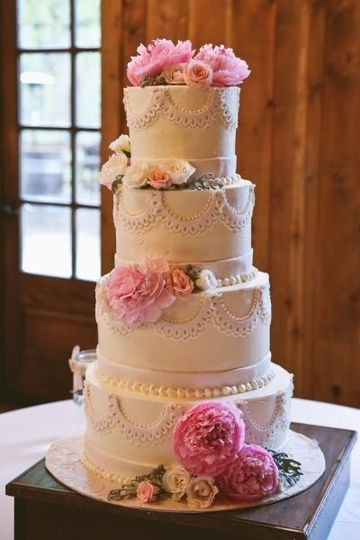 Wedding cake accents