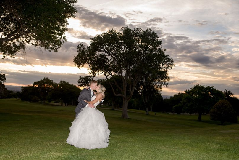 Newlyweds kissing | Maura Jane Photo
