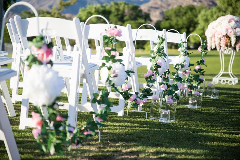 Aisle seat markers | Tori Photography